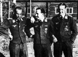From the left: Ofw. Anton Toni Döbele (94 victories, RK, KIA on 11. November 1943) Uffz. Karl Quax Schnörrer (46 v., RK) and Ofw. Rudi Rademacher
