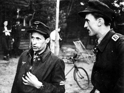 Lt. Kurt Tanzer (left) and FjOfw. Heinz Negus Marquardt (15./JG 51, Ritterkereuz on 18 November 1944, 121 victories)